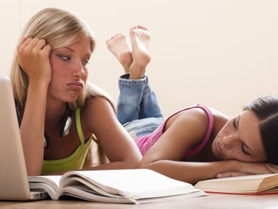 מבחן היום ועוד שני מבחנים מחר. איך מתמודדים עם זה? (צ'- shutterstock)