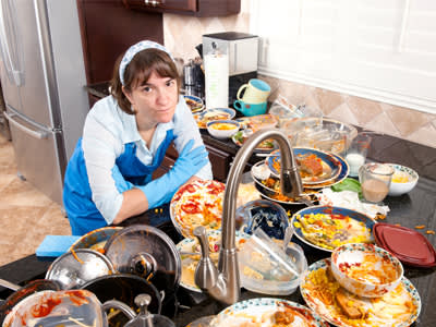 איך בסוף תמיד אני נשארת לנקות את הכלים? (צ' - shutterstock)