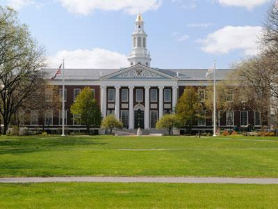 באוניברסיטה הכי נחשבת. הרווארד (צ'-shutterstock)