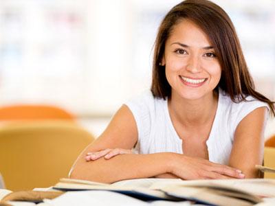 הנשים מהוות רוב מכריע בלימודים האקדמיים (צ'- shutterstock)