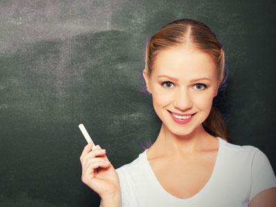 להרצות במוסדות חינוך בתחום בו התמקצעתם (צ'- shutterstock)