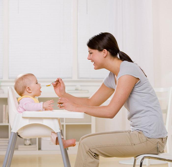 איך מטפלים בילדים בגילאים האלו? (צ'- shutterstock)