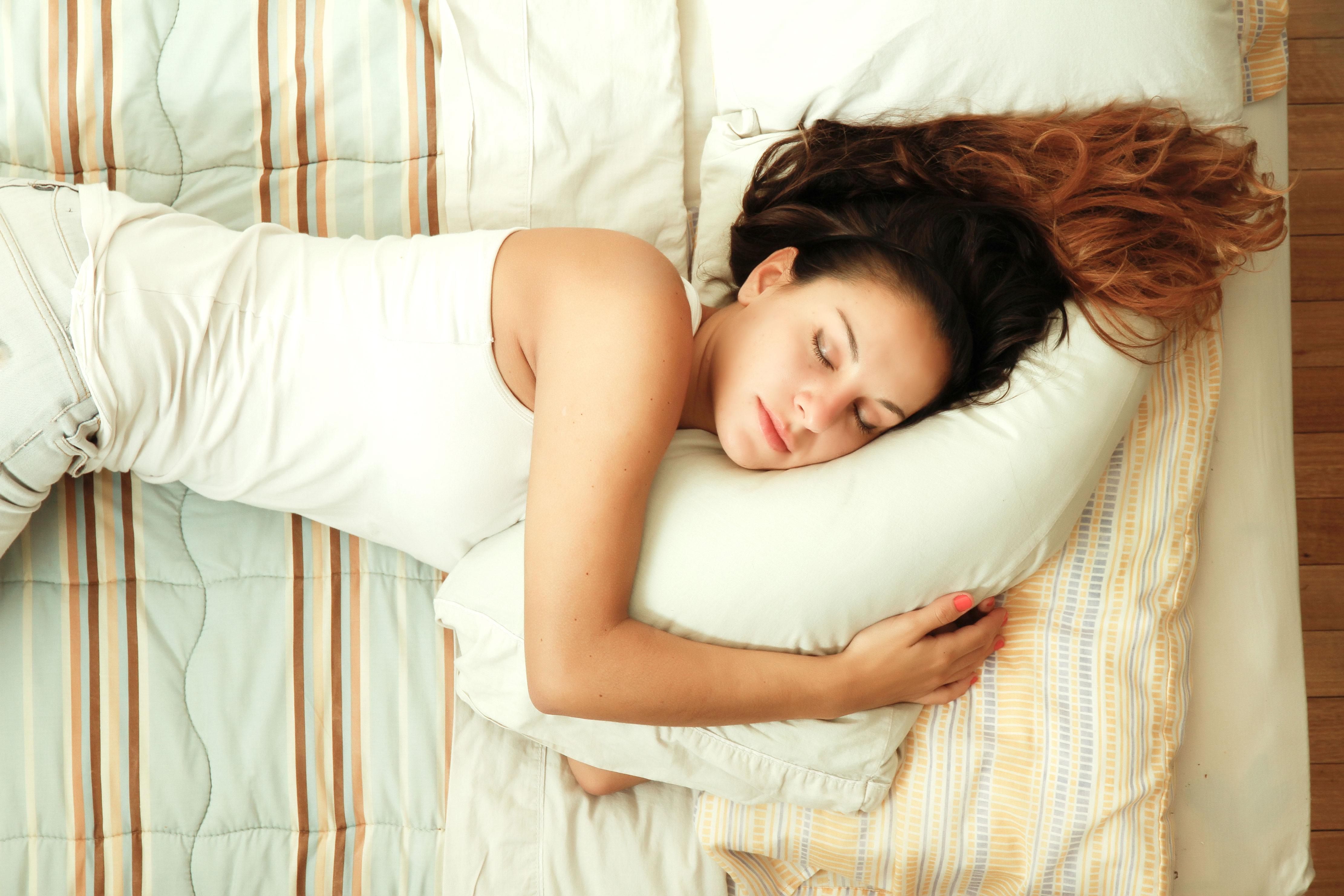 הולכת לישון לבד? חפשי לך טיפוס אחר (צ'-shutterstock)