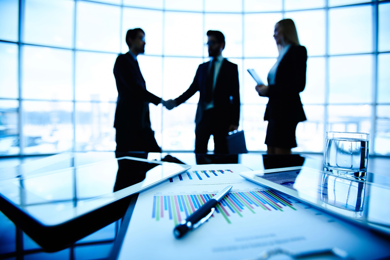 מנהל טוב מצמיח עובדים טובים ושמחים (צילום: Shutterstock)