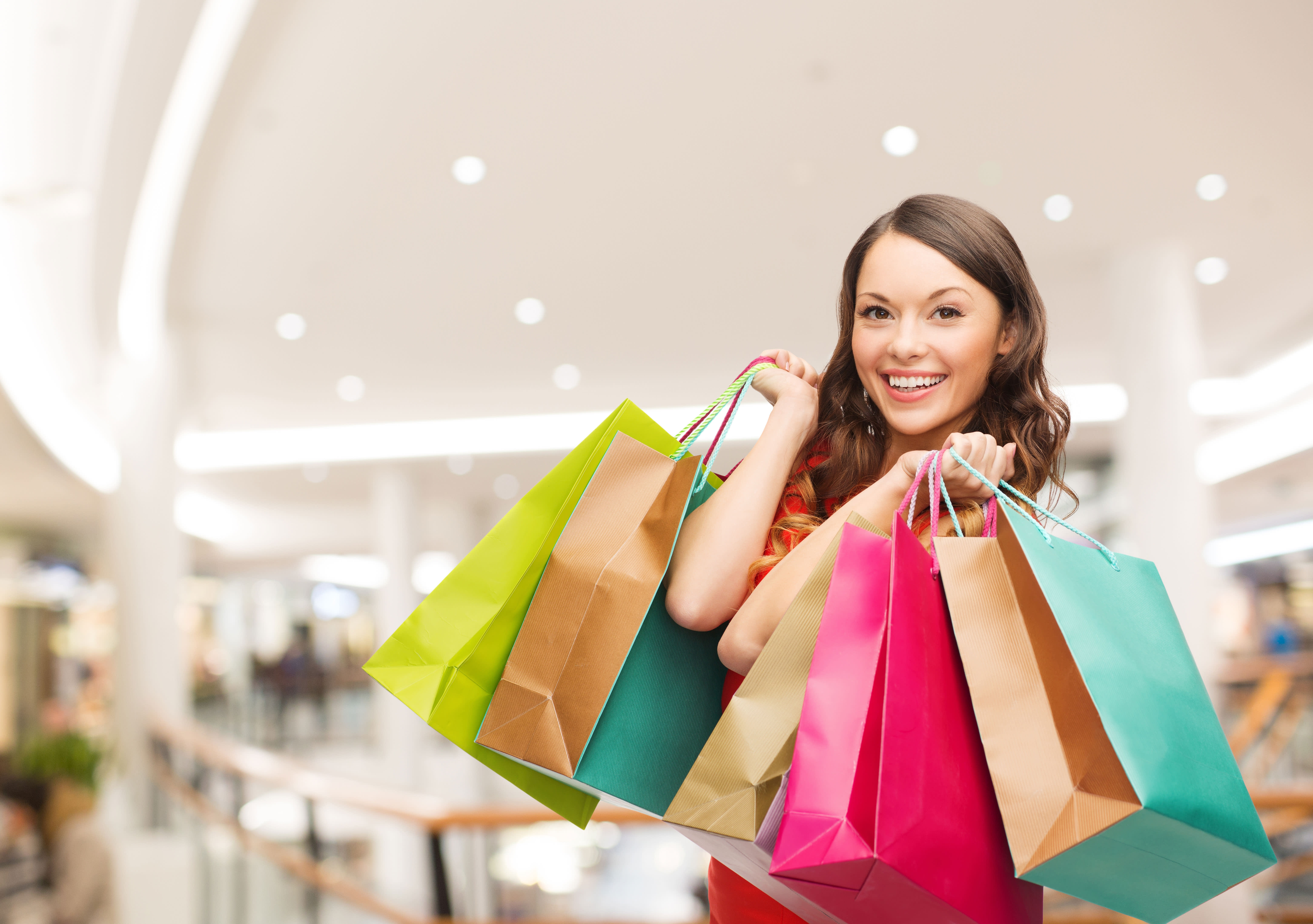 מי עומד מאחורי הקניות שלכם?  (צ' - ShutterStock)