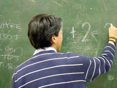 מורה בכיתה - איכות ההוראה תפגע (ShutterStock)