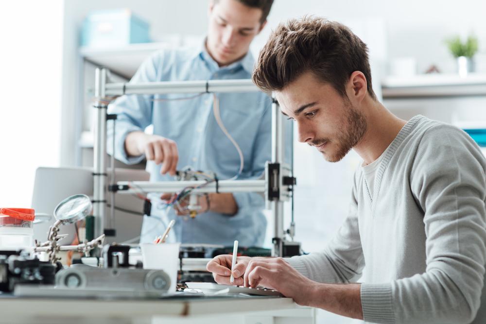 """""""מדעי המחשב והנדסה הם שני שנים של אותו התחום"""" (צילום: shutterstock)"""