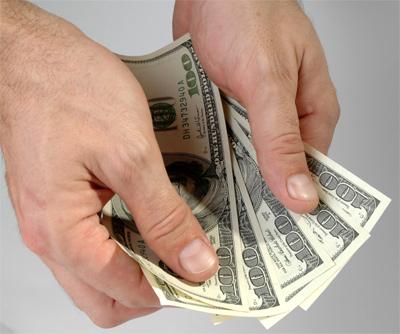 ירידה ברמת השכר? (צ' - ShutterStock)
