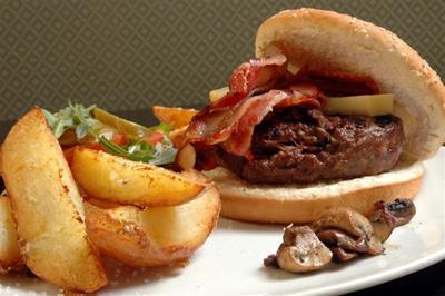 לטרוף את הלילה עם המבורגר עסיסי (ענבל קליין)
