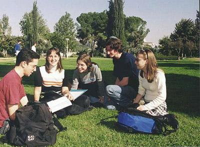 סטודנטים בעברית. גם שם הסגל והסטודנטים ישבתו בשלישי הבא