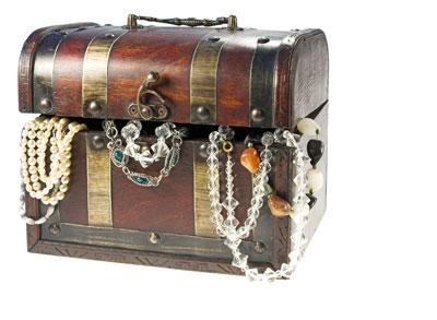 קופסאת המתנות והחפצים שלו היישר למחסן (צ'- shutterstock)