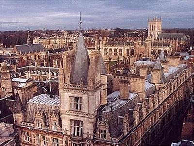 קמפוס קיימברידג'. הלימודים חזרו להיות מבוקשים בבריטניה. ShutterStock