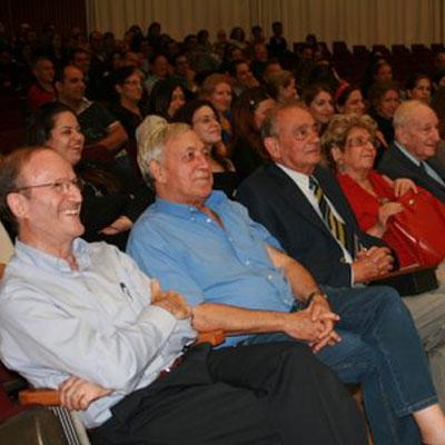 פרופ' יורם פרי (משמאל), ראש ביה''ס לתקשורת (צ': ענבר גינזבורג)