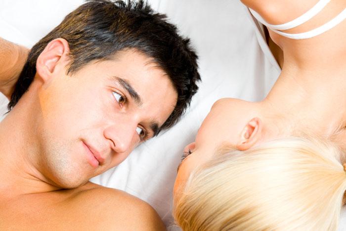 נמנעים מלדבר על רגשות ולהכנס ליחסים רגשיים (צ'- shutterstock)