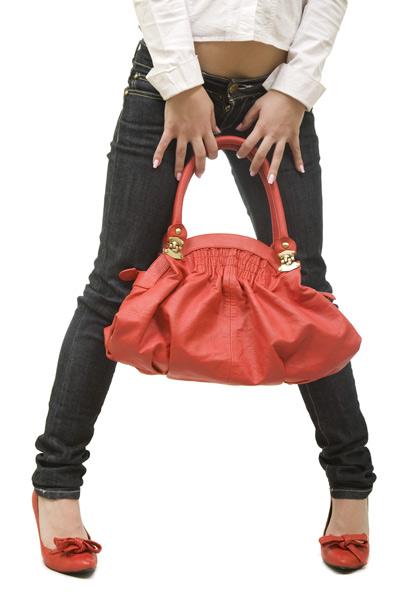 להשאיר את השקיות בבית ולבוא עם תיק מתאים (צ'- shutterstock)