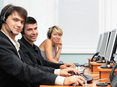 יש אנשים שיכולים גם לחייך תוך כדי העבודה הזאת?! (צ' - ShutterStock)