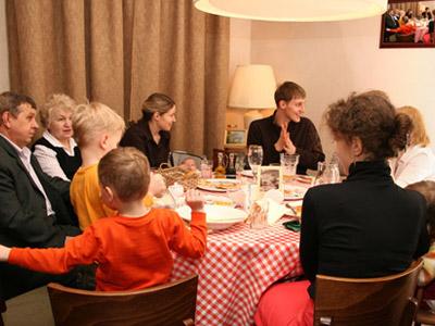 מסתבר שאפשר להתגעגע לארוחות משפחתיות (צ' - Shutterstock)