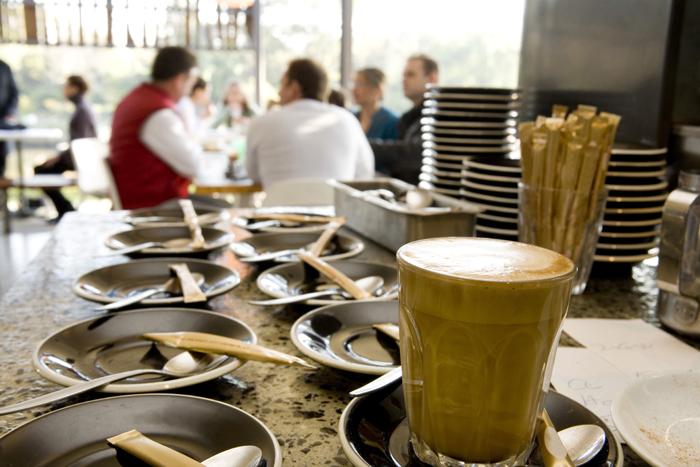 לפתוח בקרים עם קפה איטלקי (צ' - ShutterStock)