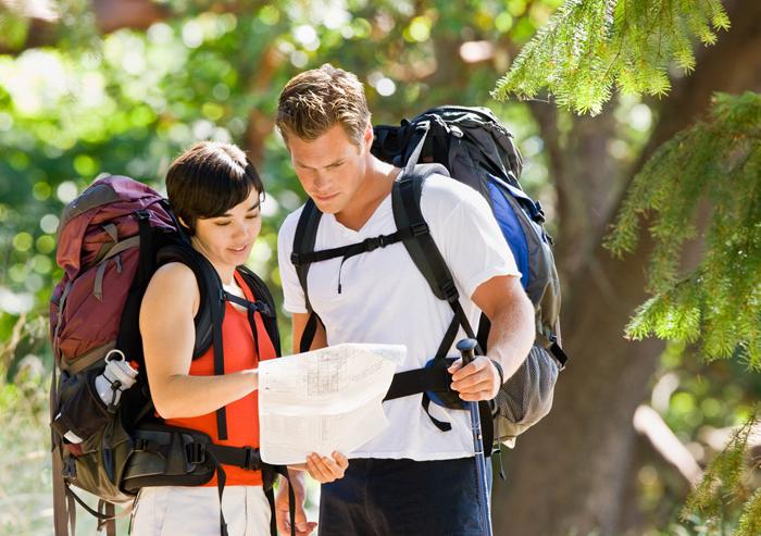 """מתי נשב ללמוד? מטיילים בחו""""ל (צ' - shutterstock)"""
