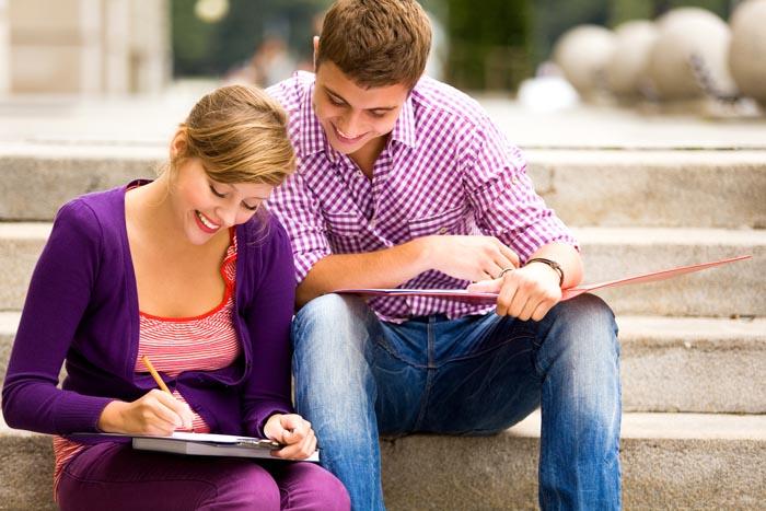מגוון הצעות לסטודנטים, לא רק לימודים (צילום: shutterstock)