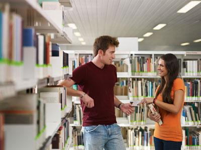 יותר חברה, פחות ספריה (צ' - ShutterStock)