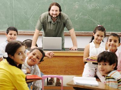 גם גברים מוצאים עצמם במקצועות החינוך (צ' - shutterstock)