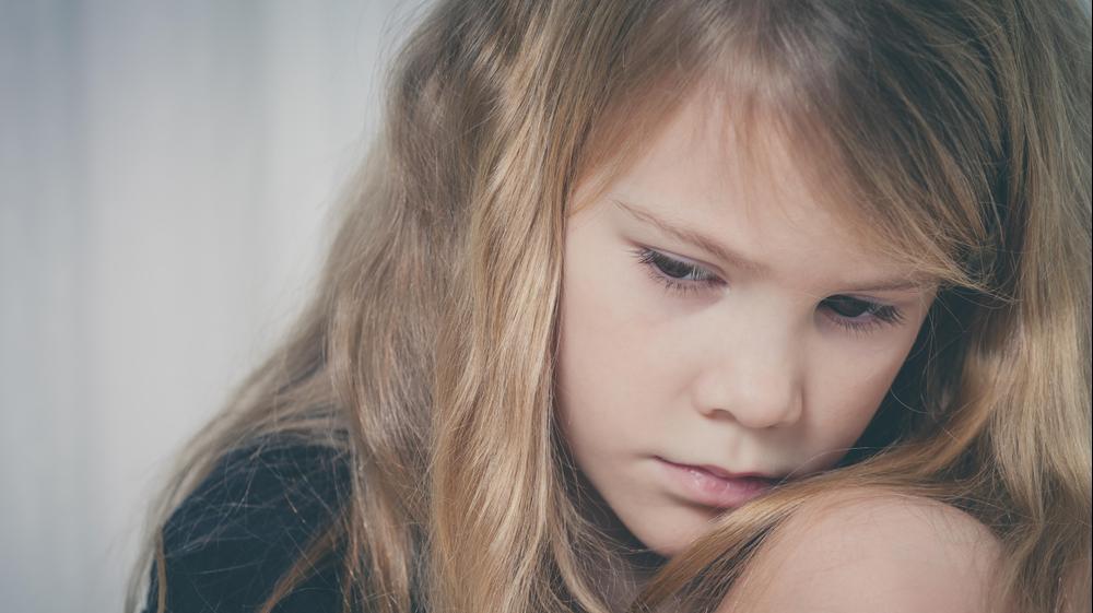 ילדה עצובה. ShutterStock