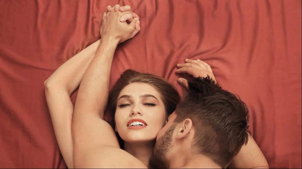 זוג עושה סקס. ShutterStock
