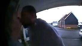 תפסה את בן זוגה בוגד בה - דרך מצלמה בדלת הבית. @charleyclark, צילום מסך