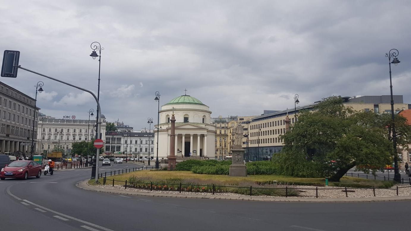 ככר שלושת הצלבים, ורשה, פולין, 13 יולי 2019. אורן נהרי, עיבוד תמונה