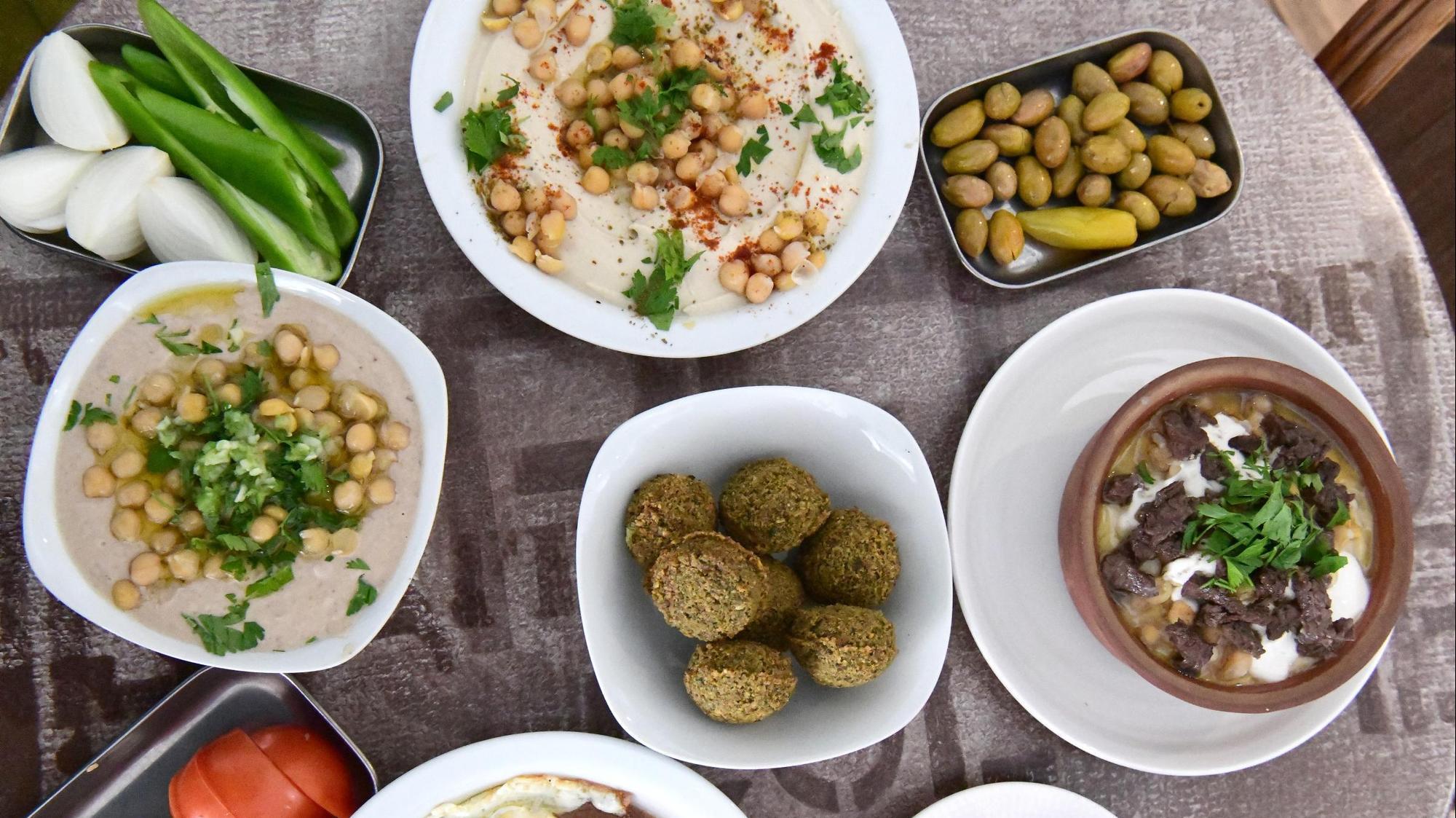 """מסעדת """"אל קלחה"""" בתל אביב. ראובן קסטרו"""