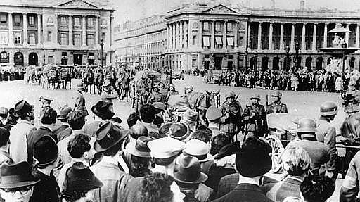 תהלוכה נאצית בפריז ב-1940. AP
