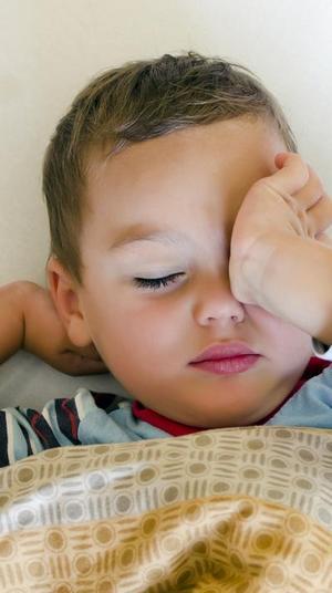 ילד מתעורר. ShutterStock