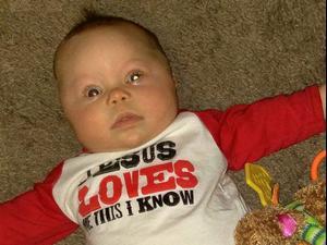 סיפור בדקה פלאש המצלמה זיהה סרטן בעינו של תינוק. ABC News, צילום מסך
