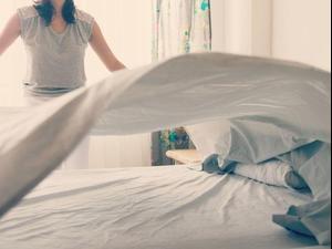 איך לסדר את המיטה. ShutterStock