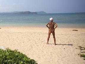 מתבודד יפני האיש עזב הכול לפני 29 שנים כדי לחיות בעירום על אי בודד. רויטרס