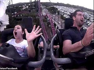 ציפור מתנגשת בנערה על רכבת הרים. Nicole ormiston/Facebook, צילום מסך