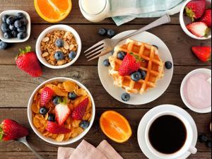 שולחן ארוחת בוקר. ShutterStock