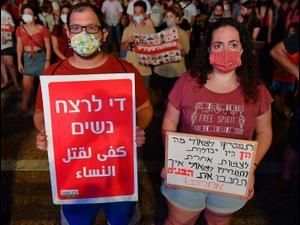 הפגנה נגד אלימות נשים בכיכר רבין, תל אביב 23 באוגוסט 2020. ראובן קסטרו