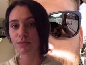 גילתה שחבר שלה בוגד בה - באמצעות תמונת סלפי ששלח לה. @sydneykinsch, צילום מסך