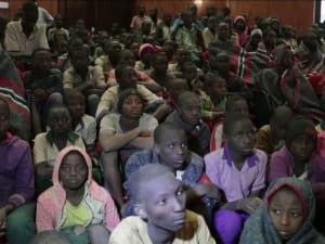 לאחר ששוחררו הנערים שנחטפו בניגריה פגשו את משפחותיהם 18.12.20. רויטרס
