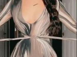 אשליית המותניים בשמלה. @jemianxo, צילום מסך