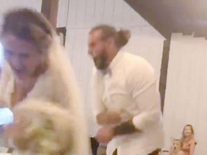 התגובה האלימה של החתן לבדיחה של הכלה. @kelsboyd3, צילום מסך