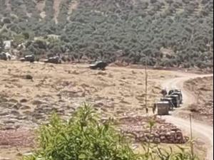כוחות הביטחון מכתרים מבנה בעקרבא במסגרת המרדף אחר המחבל שביצע את הפיגוע בצומת תפוח, 5 במאי 2021. ללא, צילום מסך