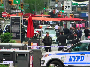 ניו יורק: שלושה בני אדם בהם ילד בן 4 נפצעו מירי בטיימס סקוור 9.5.21. אתר רשמי