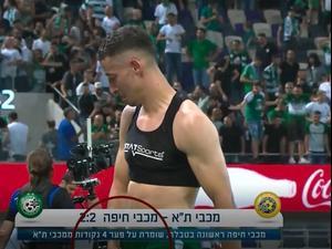 שחקן מכבי חיפה דולב חזיזה מפנה תנועה מגנה לספסל של מכבי תל אביב. ספורט 1, צילום מסך