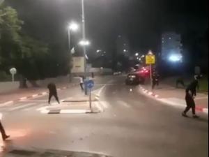 צעיר ערבי נורה למוות ו-3 נפצעו בהתפרעויות בלוד, הפרות סדר בבית החולים אסף הרופא לאחר פינוי הפצועים מלוד ומרמלה  11.05.21. מערכת וואלה!, אתר רשמי