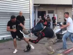 צוות של כאן חדשות הותקף בדרום תל אביב בשכונת התקווה. כאן 11, צילום מסך