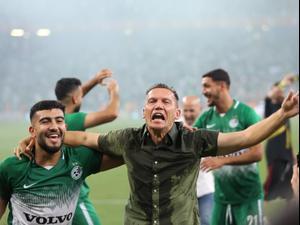 מאמן מכבי חיפה ברק בכר עם מוחמד אבו פאני. טל לוי