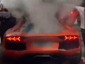 למבורגיני עולה באש. Youtube/趣闻汇总, צילום מסך